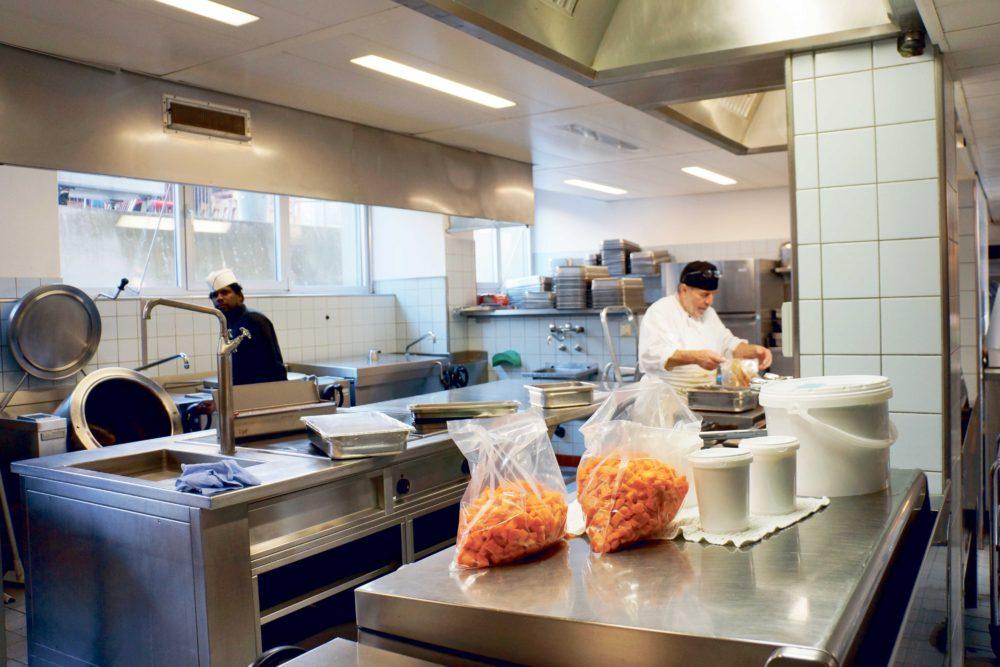 Küche Mensa Gesellschaftstrasse. Bild: Angela Krenger